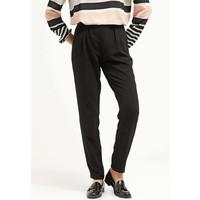 Vero Moda VMGOIACITY Spodnie materiałowe black VE121A0ED