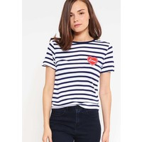 Miss Selfridge Petite T-shirt z nadrukiem white PY021D00A