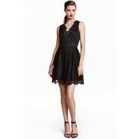 H&M Koronkowa sukienka 0440056002 Czarny