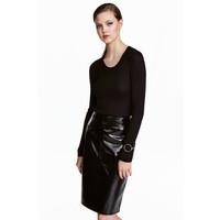 H&M Sweter o splocie w prążki 0410331006 Czarny