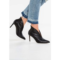 Topshop B&B HALE DEEP CUT Ankle boot black TP711N05V
