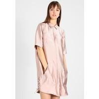9c911d4bc8 Scotch   Soda SHORT SLEEVE SAFARI DRESS WITH LACE UP DETAIL AT THE SIDES  Sukienka koszulowa