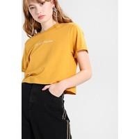 Topshop NO HARD FEELS T-shirt z nadrukiem mustard TP721D0KT