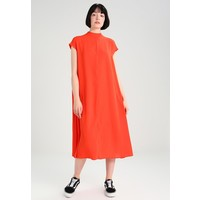 Weekday COOPER DRESS Długa sukienka strong red WEB21C00V