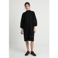 Monki KARIN DRESS Sukienka letnia black solid/off-white MOQ21C012