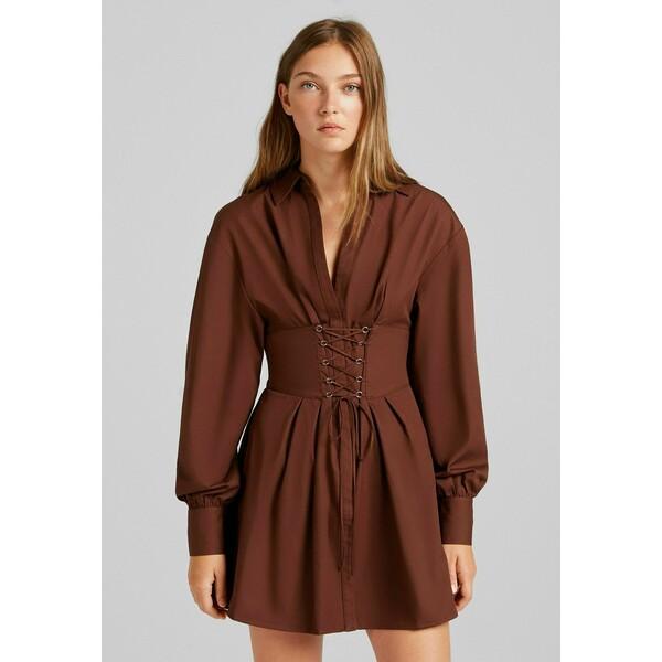 Bershka MIT SCHNÜRUNG Sukienka koszulowa brown BEJ21C0M3